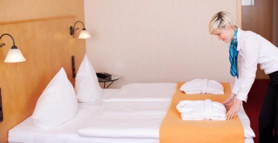 Cursos de camarera de pisos de hotel almer a y granada for Trabajo de camarera de pisos